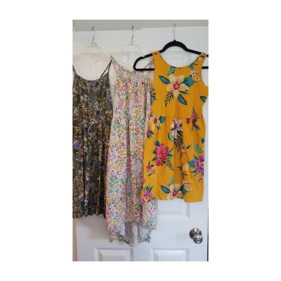 Bundle of (3) Old Navy summer floral print dresses